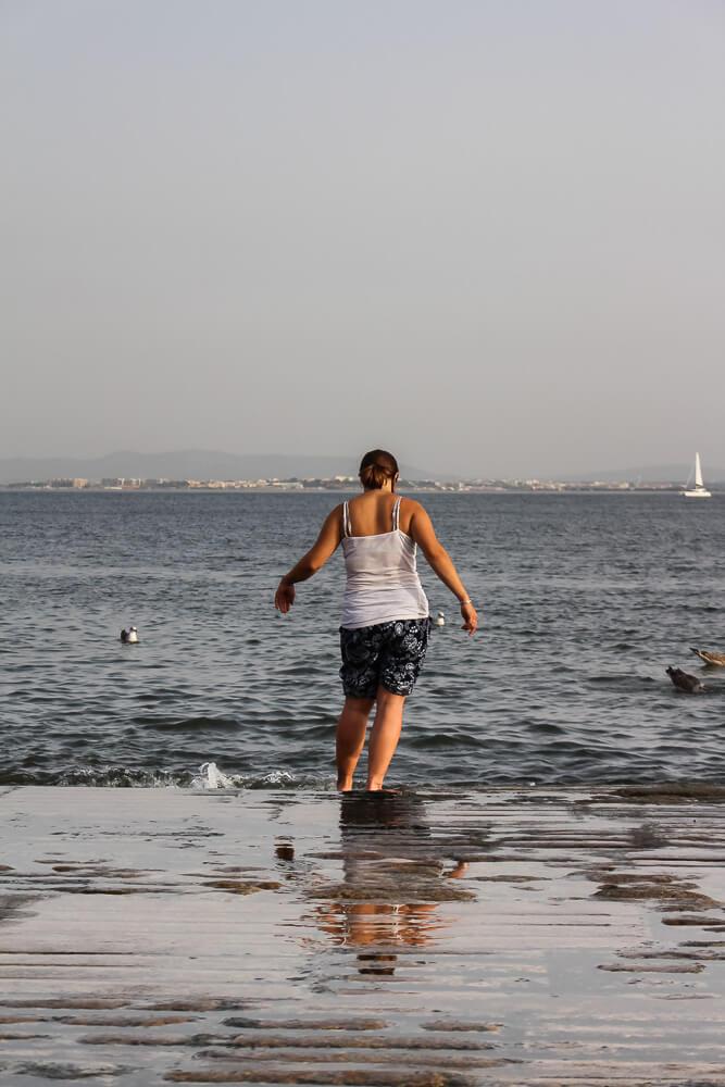 Mit den Füßen im Tejo - Sommer in Lissabon