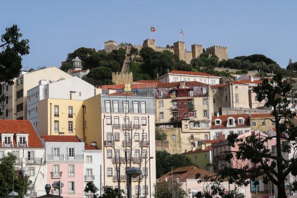 Castelo in Lissabon bei einem Zwischenstop ansehen