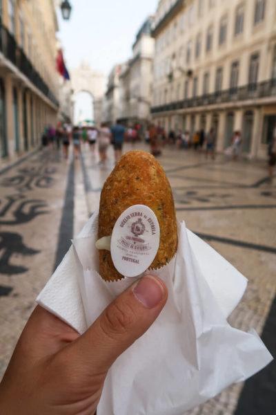 Pastéis de Bacalhau essen in Lissabon