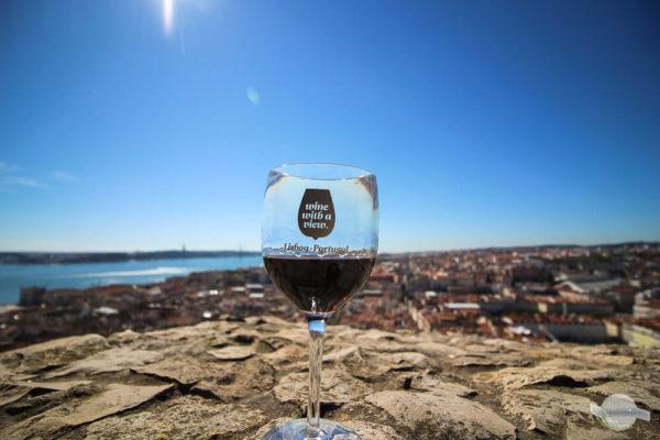 """""""Wine with a view"""" auf der Aussichtsterrasse des Castelos de Sao Jorge"""