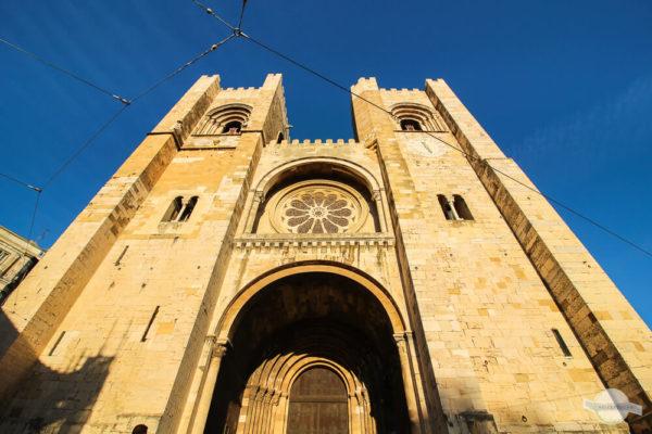 Die Kathedrale Sé strahlt ganz golden im Abendlicht