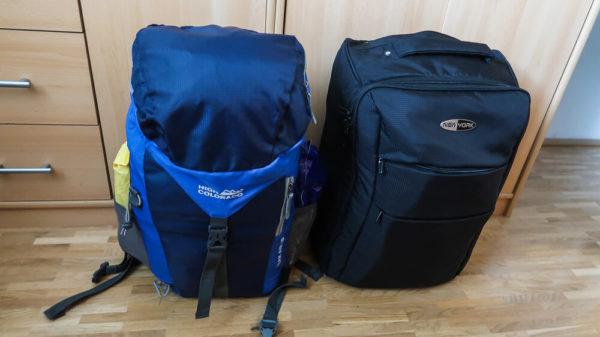 Gepäck für die Azoren, gepackter Rucksack und Koffer in Handgepäcksgröße