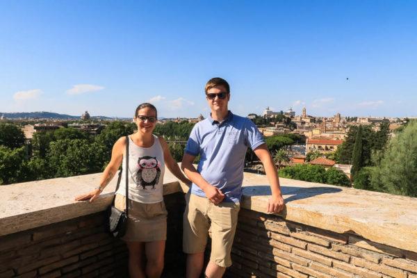 Bruder und Schwester in Rom
