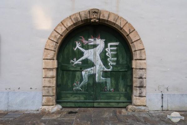 Der steirische Panther am Tor im Landhaushof in Graz