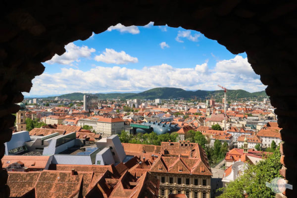 Blick durch Tunnel auf Graz