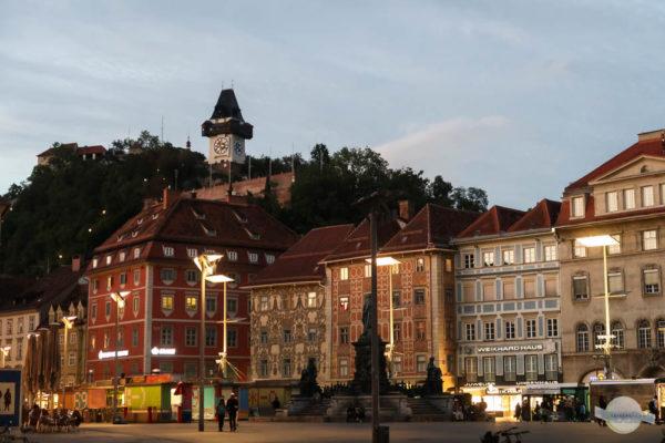 Der Schlossberg vom Hauptplatz aus