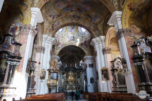 Innenraum der Basilika Mariatrost mit Fresken