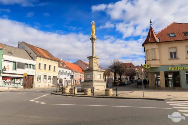 Pinkafeld Hauptplatz mit Marienstatue