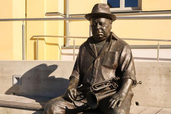Karl aus Ollersdorf Statue in Oberwart