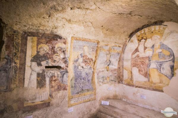 Alte Malereien in den Felsenkirchen in Matera