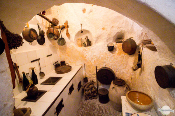 Küche in einer Höhlensiedlung