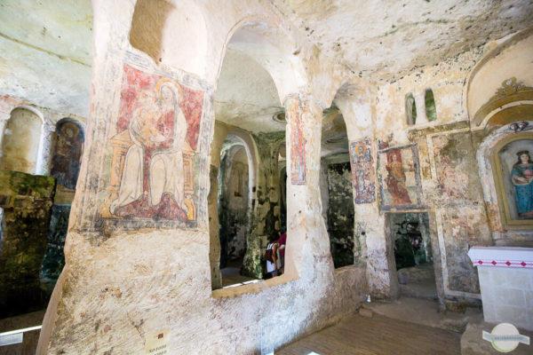 Felsenkirche Santa Lucia alle Malve mit alten Malereien