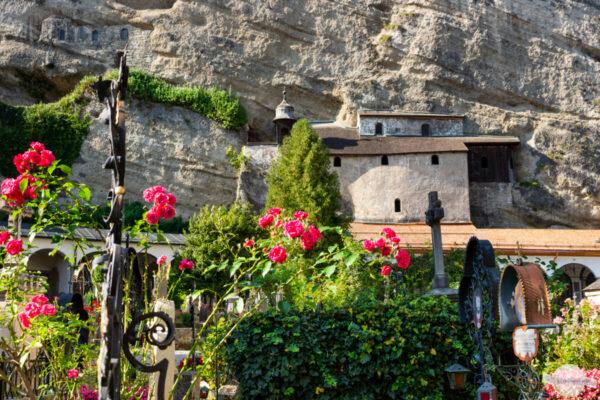 Katakoben am Fels am St. Peter Stiftsfriedhof
